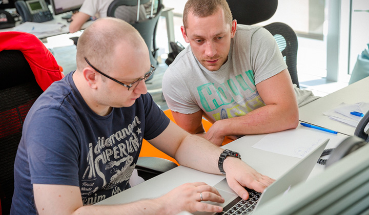 Frontend разделился на два департамента: один занимается вебом, второй - мобильным вебом.