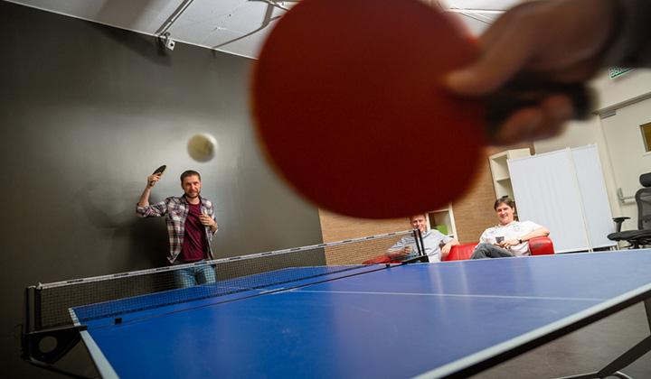 В офисе Баду можно поиграть в настольный теннис.