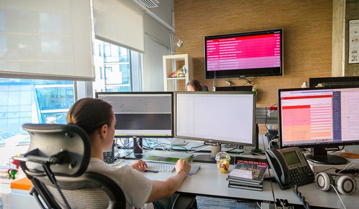 В Badoo всегда мониторят активность пользователей и все происходящее на сайте badoo.com и в приложения.