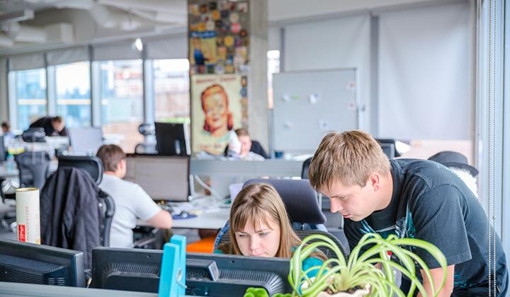 Офис компании Badoo поделен на несколько опенспейсов.